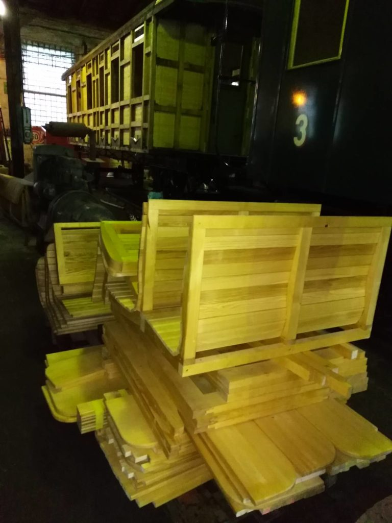 ... a nové lavice jsou též připraveny (1.11.2019)