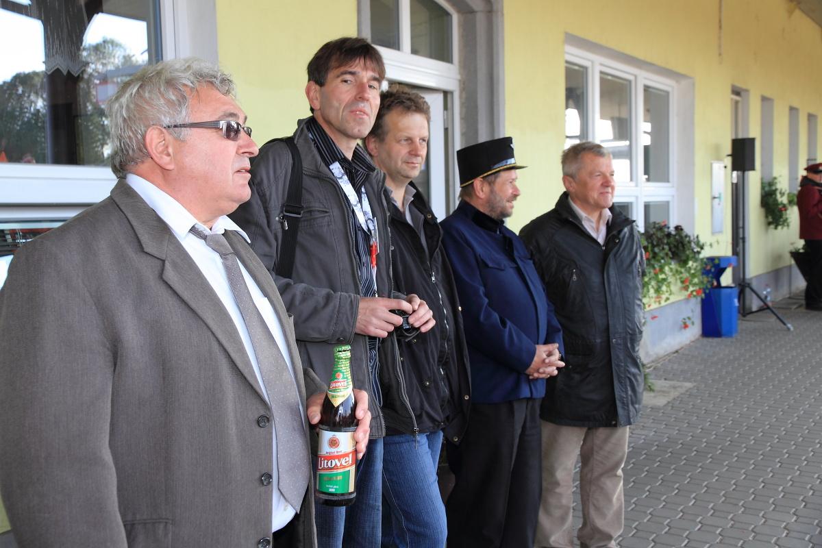 Čestní hosté a organizátoři.(foto Miloslav Nečas)