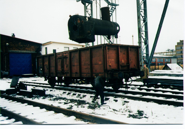 naložení kotle na cestu do opravy v ZVÚ Hradec Králové